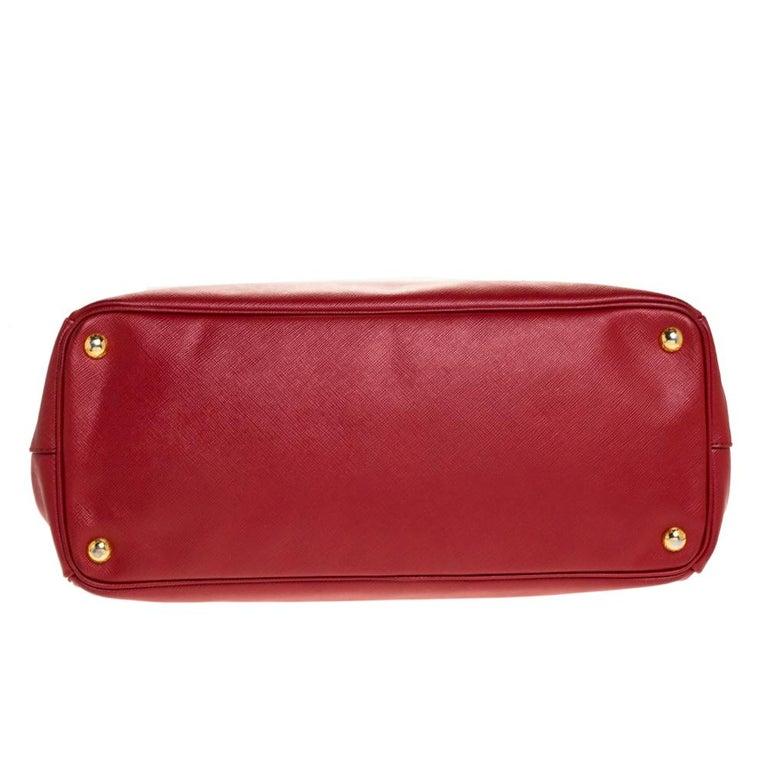 Prada Red Saffiano Lux Leather Large Double Zip Tote For Sale 3