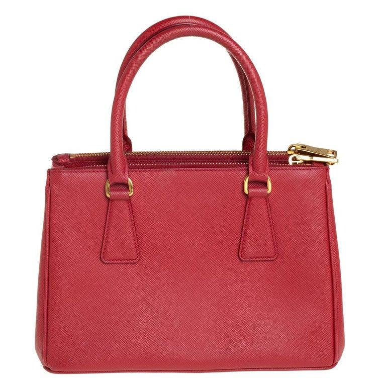 Prada Red Saffiano Lux Leather Mini Galleria Tote In Good Condition For Sale In Dubai, Al Qouz 2