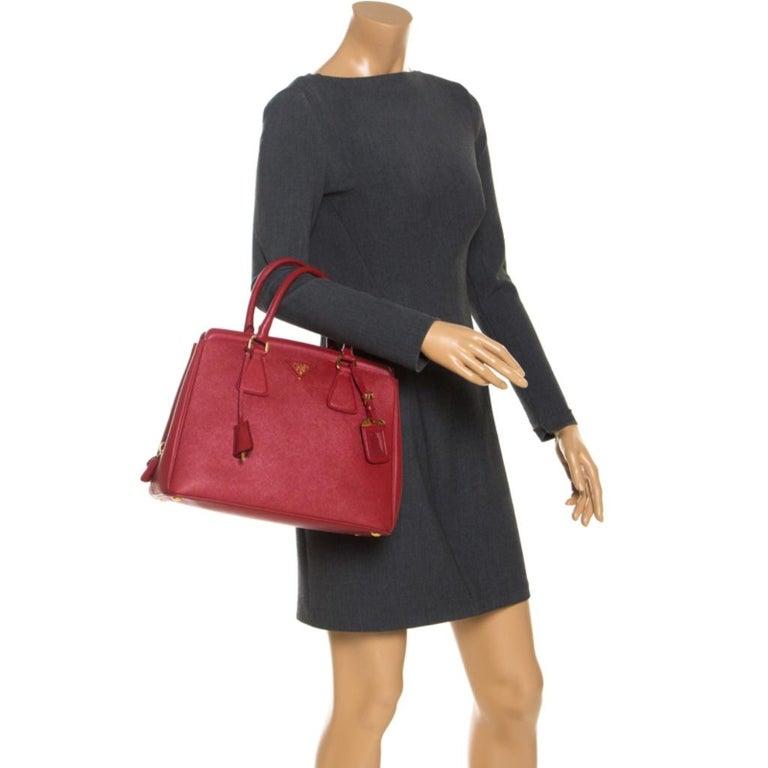 Prada Red Saffiano Lux Leather Parabole Tote Bag In Good Condition For Sale In Dubai, Al Qouz 2