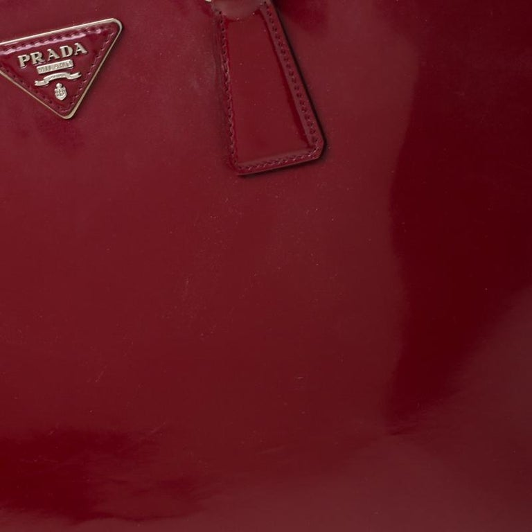 Prada Red Saffiano Lux Patent Leather Large Double Zip Tote For Sale 6