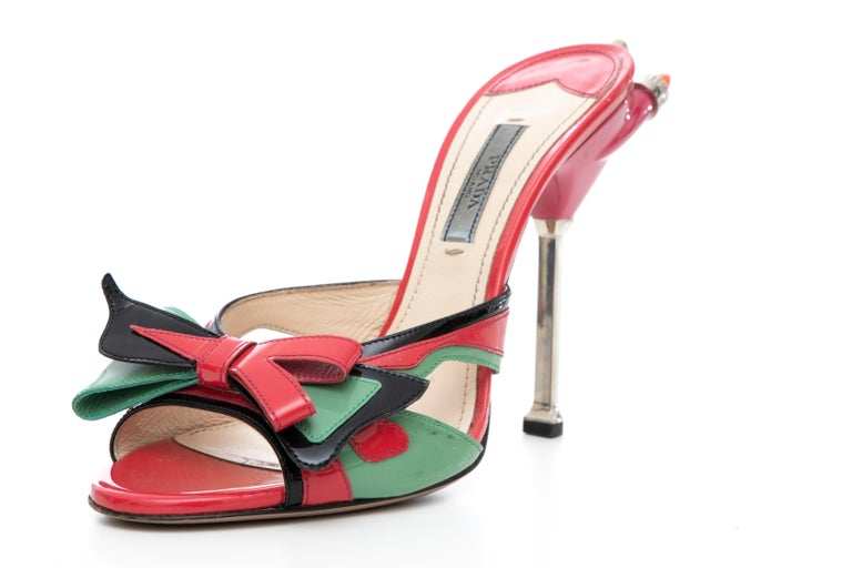 Prada Runway Patent Leather Tail Light Sandal, Spring 2012 In Good Condition For Sale In Cincinnati, OH