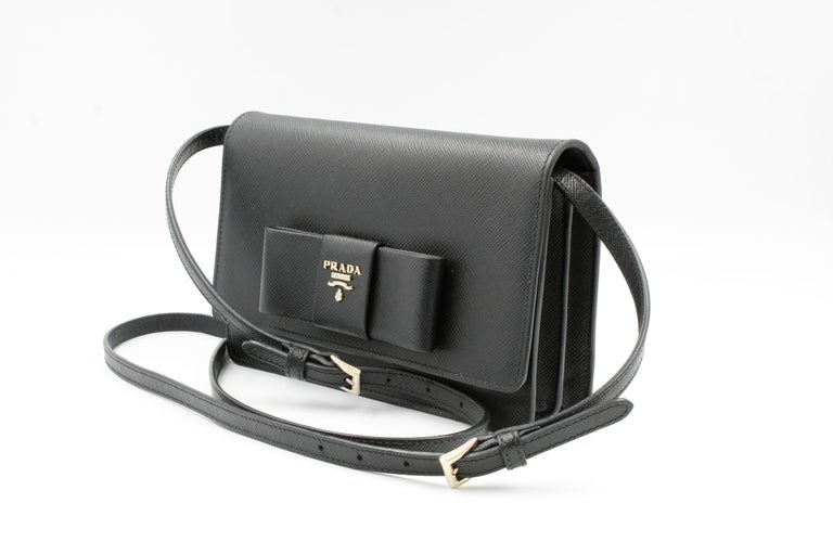 Prada Saffiano Galleria Black Leather Cross body Ladies Bag 1BH009 F0002 In Excellent Condition For Sale In New York, NY