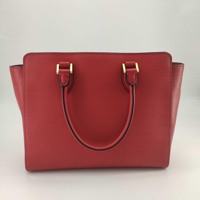 PRADA Saffiano Handbag in Red Leather In Excellent Condition For Sale In Clichy, FR