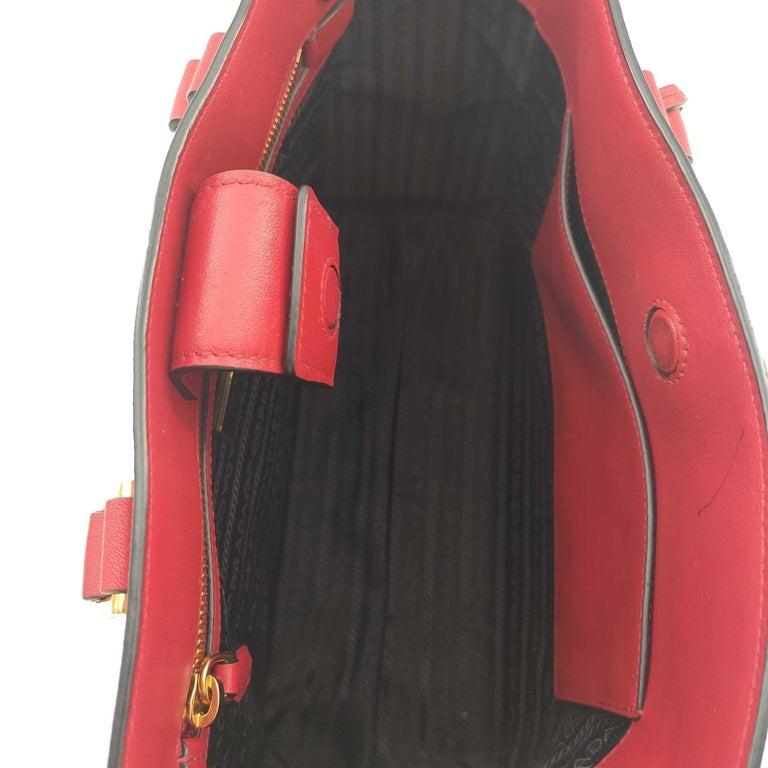PRADA Saffiano Handbag in Red Leather For Sale 1