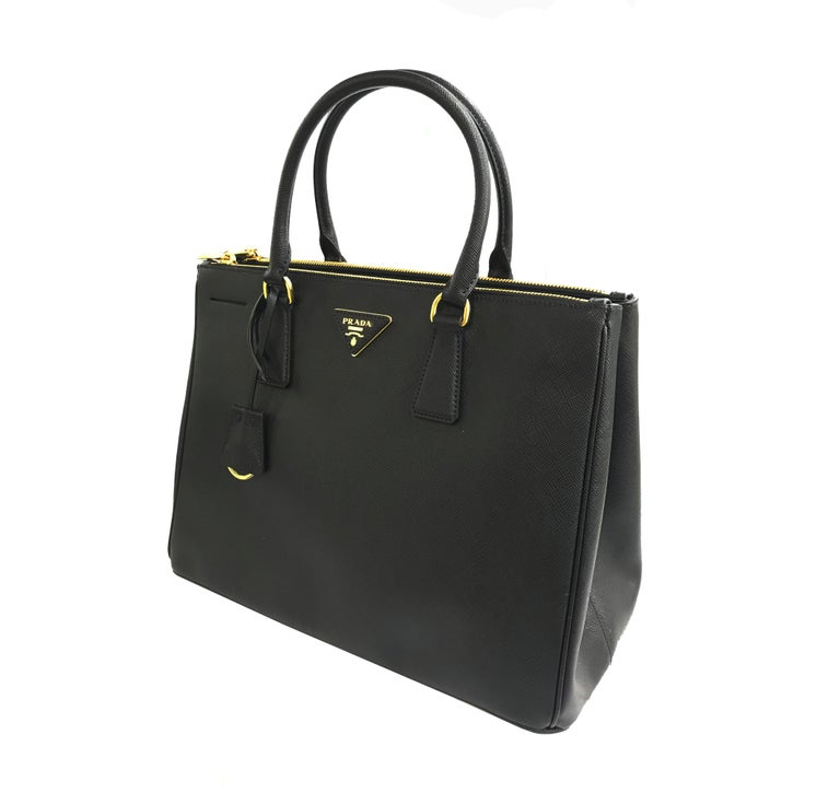 PRADA Saffiano Lux Galleria Black Leather Ladies Tote 1BA786NZV In Excellent Condition For Sale In New York, NY
