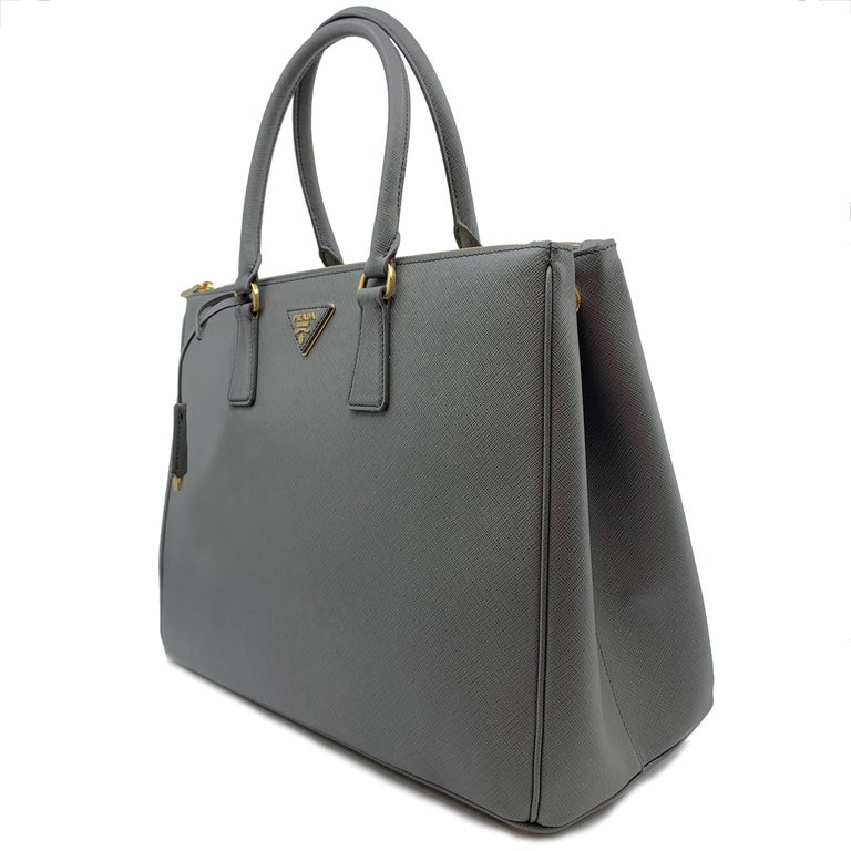 PRADA Saffiano Lux Galleria Gray Leather Ladies Tote 1BA786NZV In Excellent Condition For Sale In New York, NY