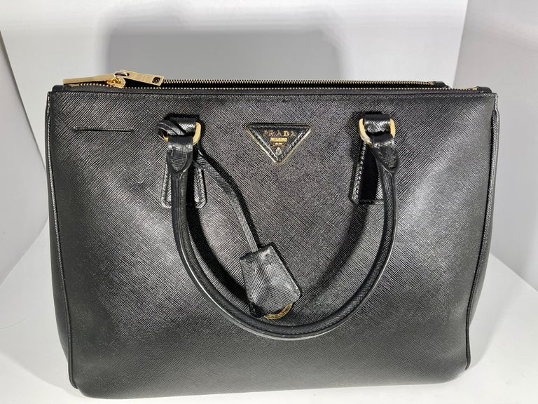 Prada Saffiano Medium Executive Tote Bag, Black (Nero), Double Zip Tote Bag  For Sale 6