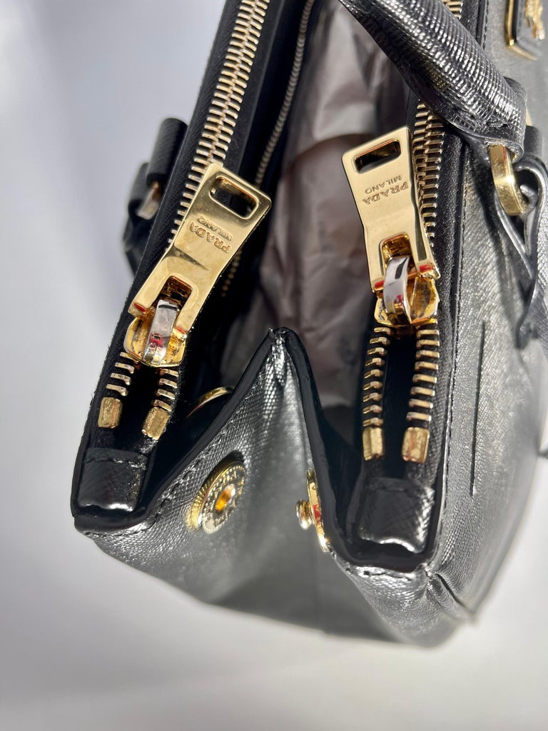 Prada Saffiano Medium Executive Tote Bag, Black (Nero), Double Zip Tote Bag  For Sale 10