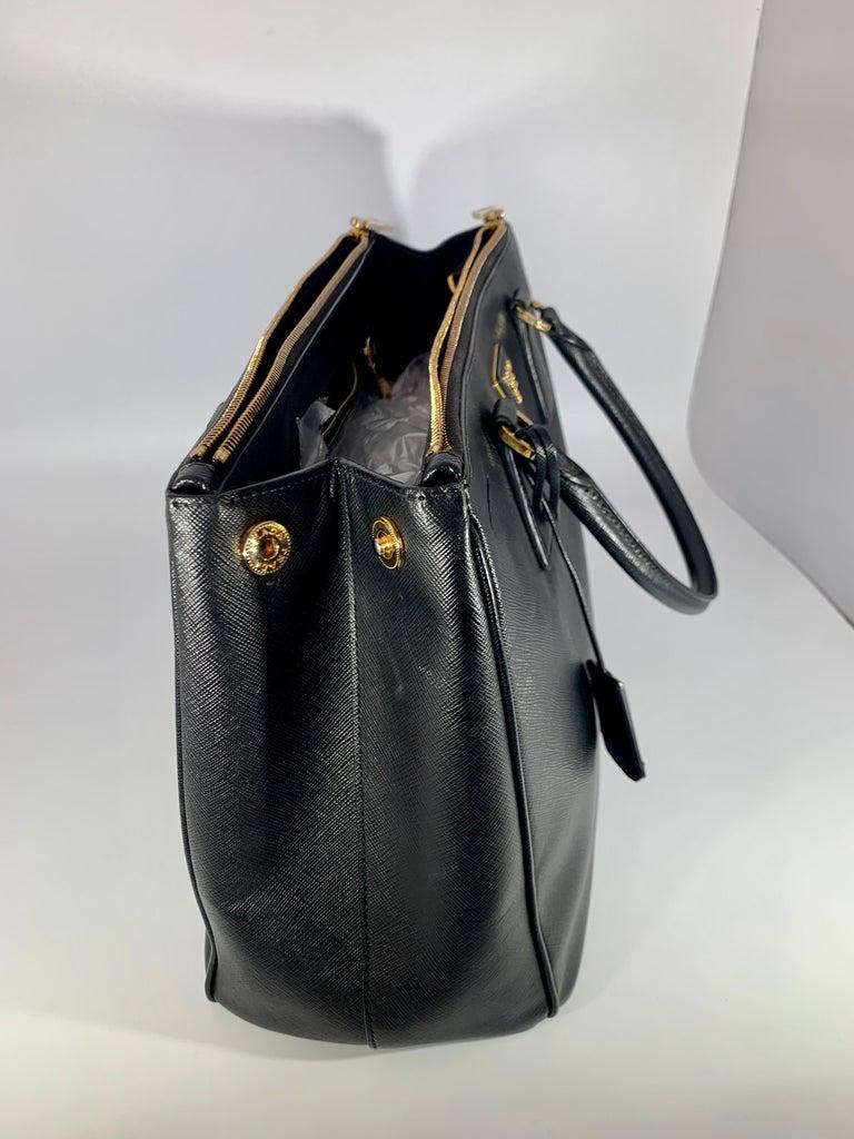 Prada Saffiano Medium Executive Tote Bag, Black (Nero), Double Zip Tote Bag  In Excellent Condition For Sale In Scarsdale, NY