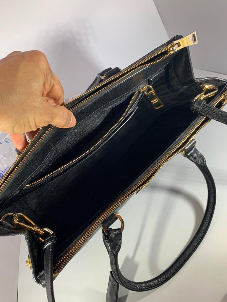 Prada Saffiano Medium Executive Tote Bag, Black (Nero), Double Zip Tote Bag  For Sale 2