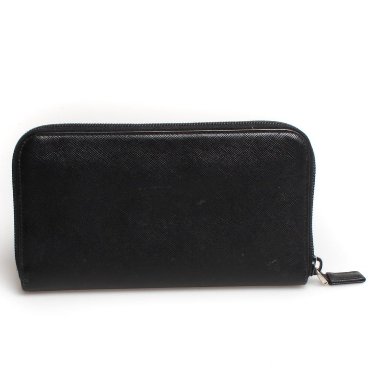 PRADA Saffiano Zip Wallet In Fair Condition For Sale In Melbourne, Victoria