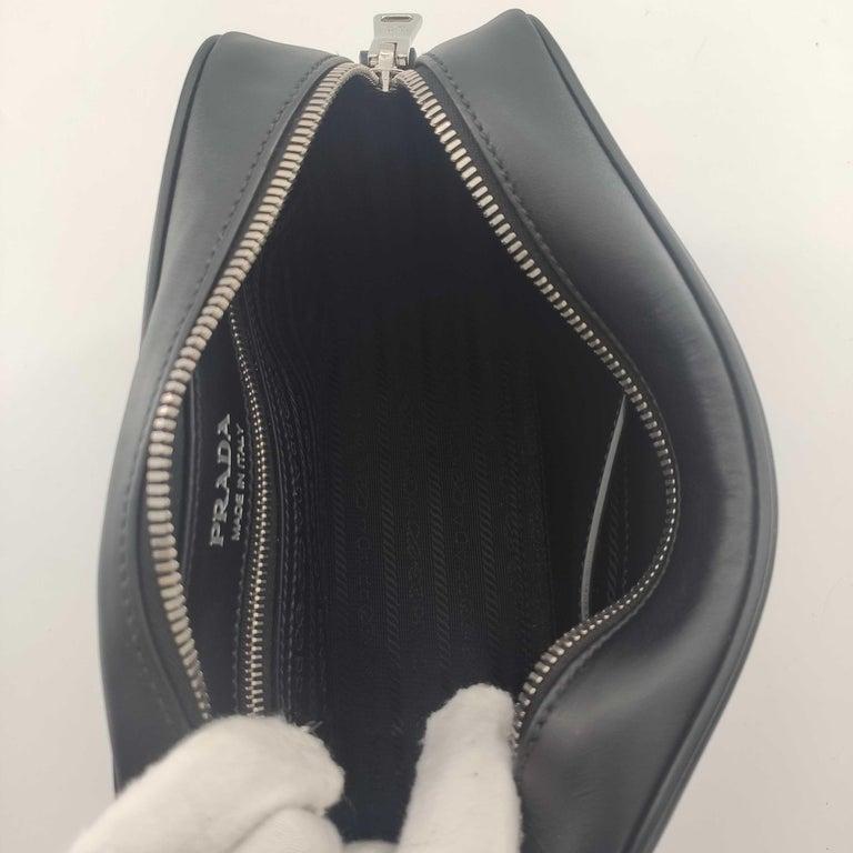 PRADA Shoulder bag in Black Leather For Sale 1