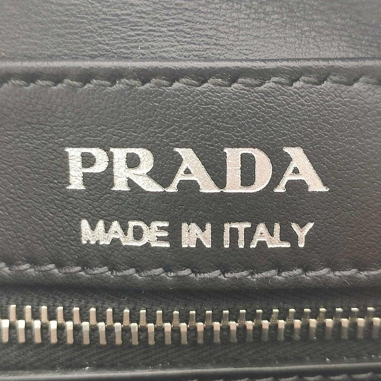 PRADA Shoulder bag in Black Leather For Sale 2