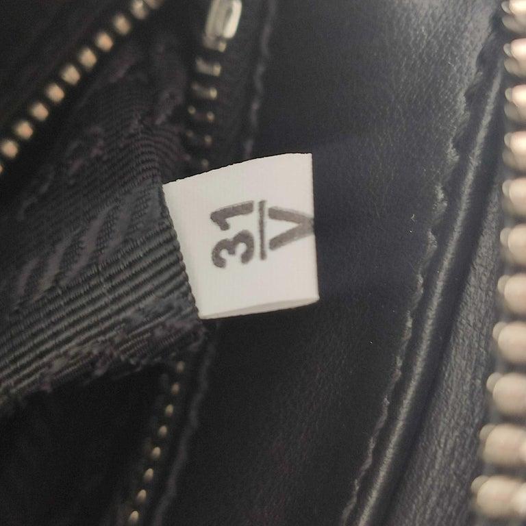 PRADA Shoulder bag in Black Leather For Sale 3