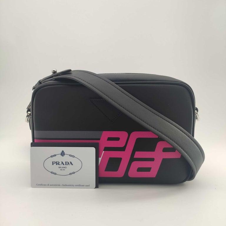 PRADA Shoulder bag in Black Leather For Sale 4