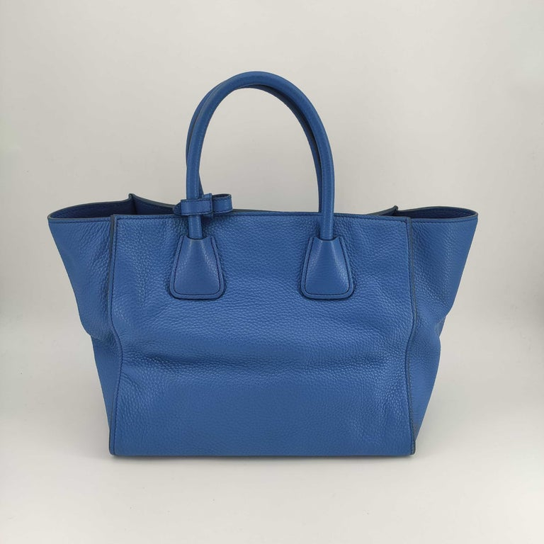 PRADA Shoulder bag in Blue Leather In Excellent Condition For Sale In Clichy, FR