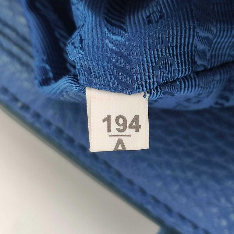 PRADA Shoulder bag in Blue Leather For Sale 4