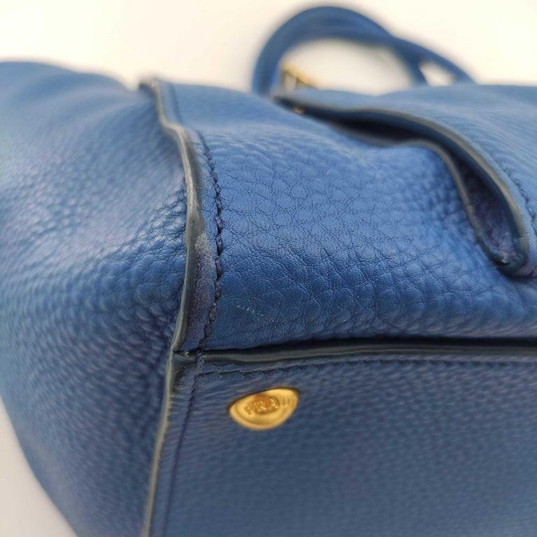 PRADA Shoulder bag in Blue Leather For Sale 5