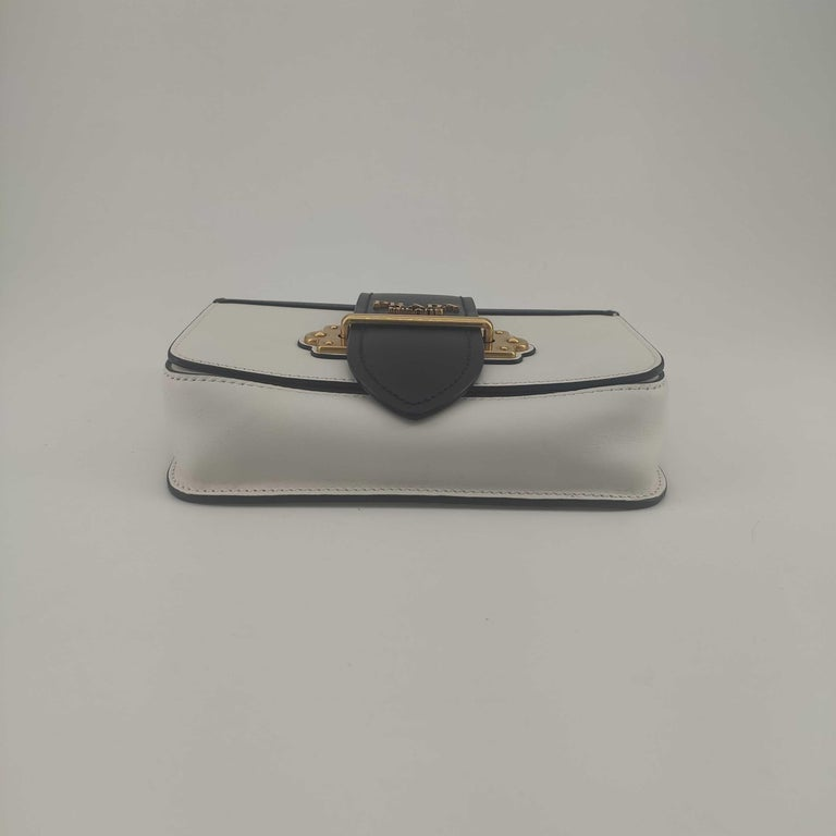 PRADA Shoulder bag in White Leather In Excellent Condition For Sale In Clichy, FR