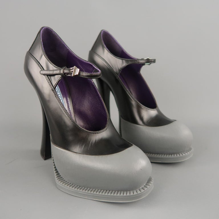PRADA Size 8.5 Black Leather Gray Rubber Dipped Platform Mary Jane Pumps In New Condition For Sale In San Francisco, CA