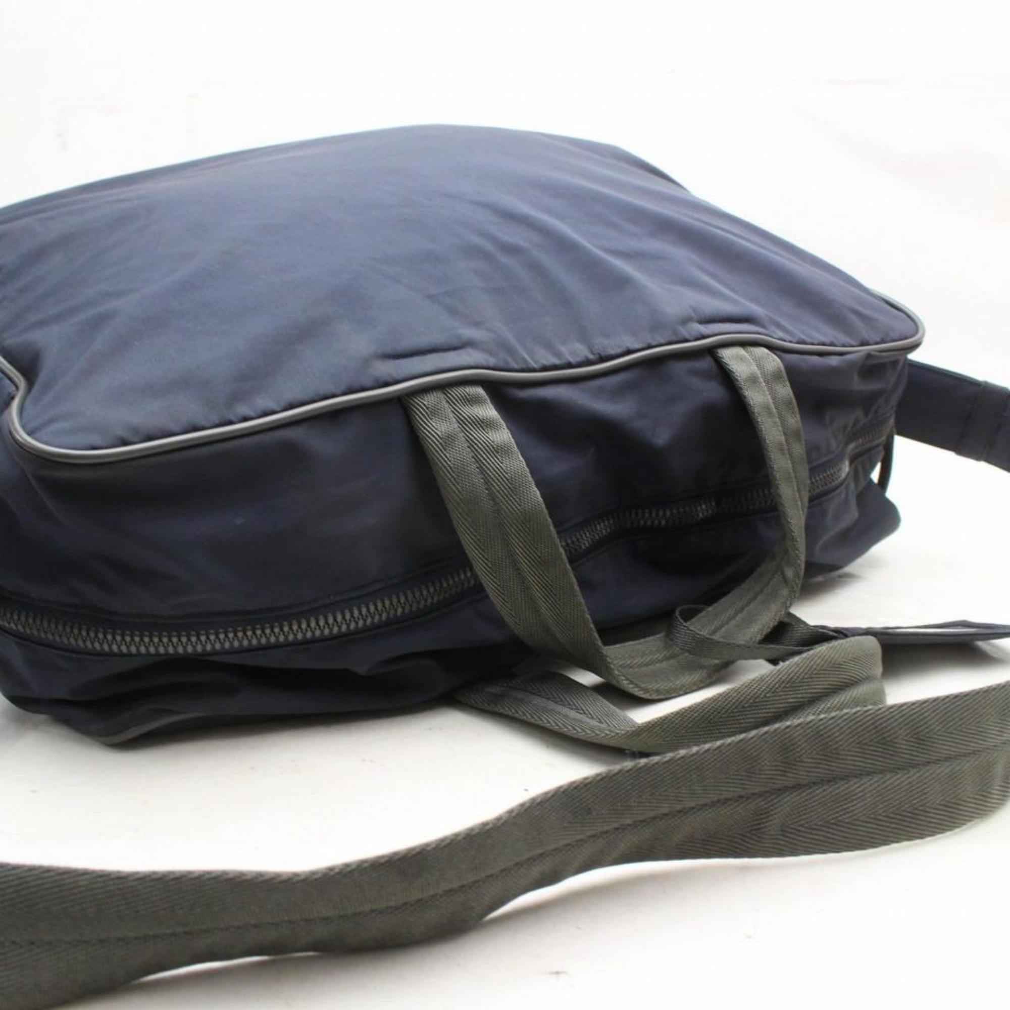 f7098ff7f5a5 Prada Tessuto Sports Duffle 2way 869246 Black Nylon Weekend/Travel Bag For  Sale at 1stdibs