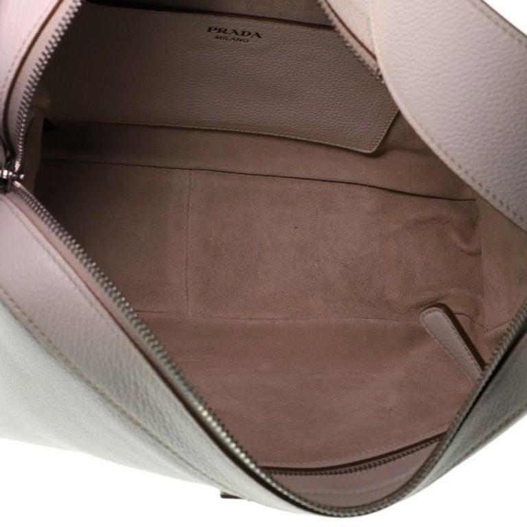 Prada Top Zip Shoulder Bag Vitello Daino Medium For Sale 2