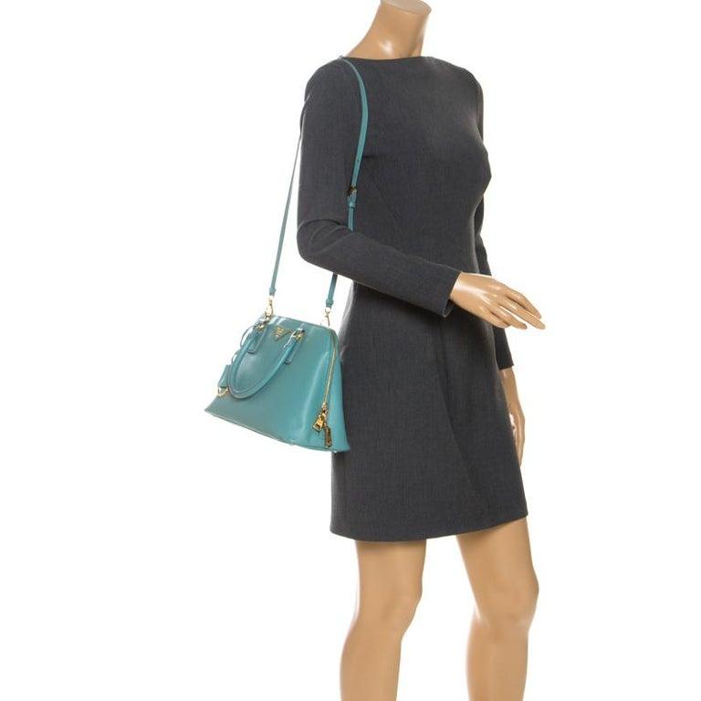 Prada Turquoise Saffiano Leather Medium Promenade Tote In Good Condition For Sale In Dubai, Al Qouz 2