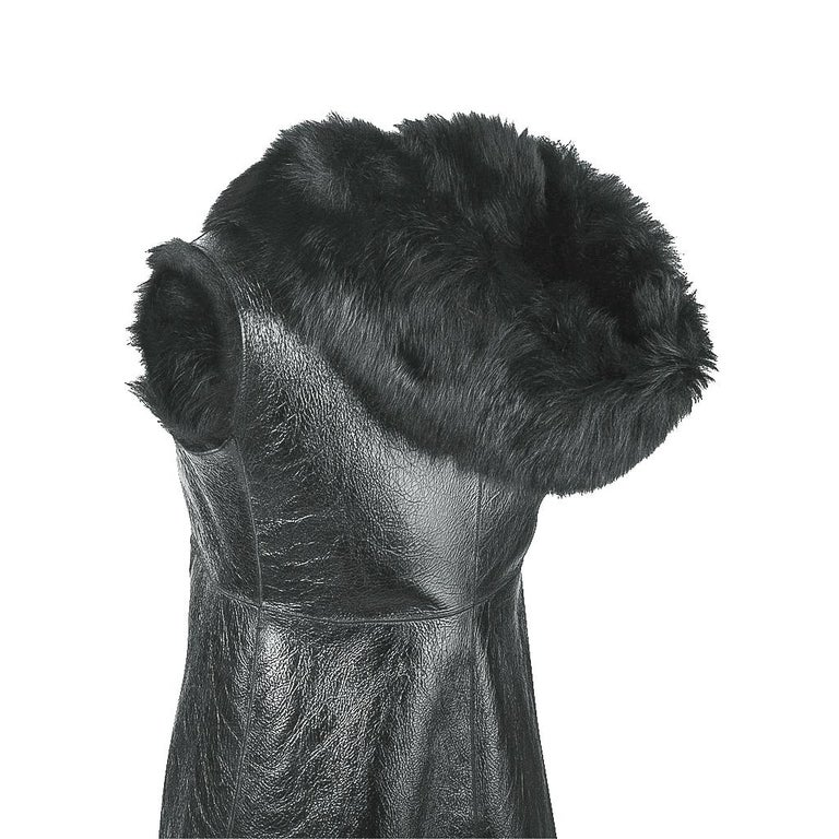 Prada Vest Knee Length Patent Leather Shearling Fur  42 / 8 In Excellent Condition For Sale In Miami, FL