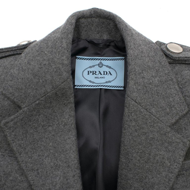 Prada Virgin Wool Single Breasted Wool Cape - New Season 36 UK4 In New Condition For Sale In London, GB