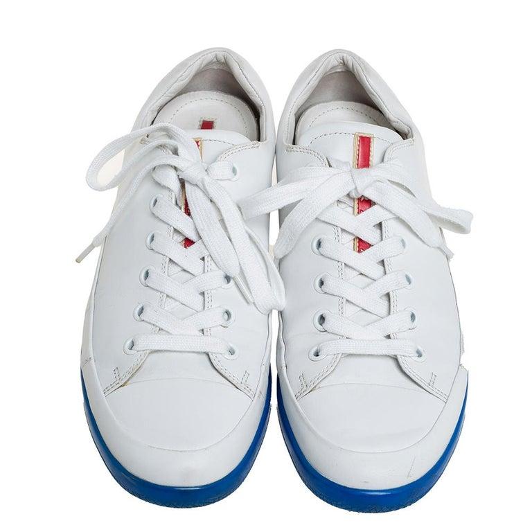 Prada White Leather Low Top Sneakers Size 42 In Good Condition For Sale In Dubai, Al Qouz 2