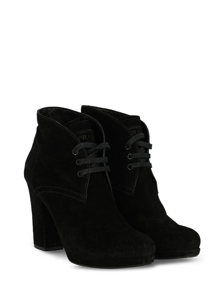 Ankle boots, leather, solid color, branded tongue, suede, lace-up, block heel, high heel, leather lining. Product Condition: Good. Heel: visible scratches. Sole: visible sign of use. Upper: slightly visible stains, visible scuffing. Insole: