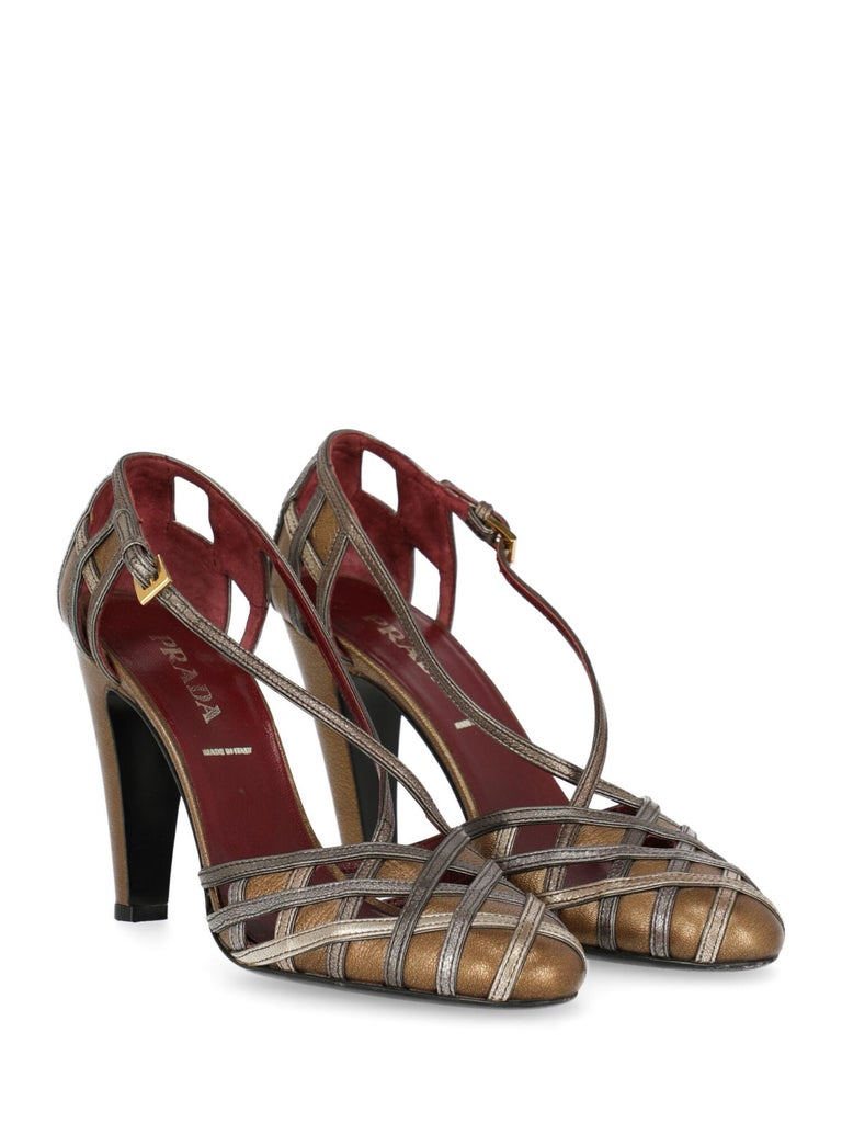 Pumps, leather, solid color, two-tone, braided, buckle fastening, gold-tone hardware, round toe, leather insole, tapered heel, high heel. Product Condition: Good. Heel: slightly visible scuffing. Sole: visible signs of use. Upper: negligible