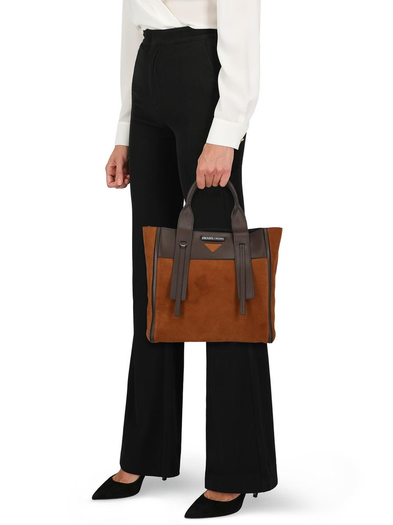 Tote bag, leather, solid color, front logo, suede, zipper fastening, removable shoulder strap, removable internal pouch, leather lining, contrasting applications. Product Condition: Like New With Tag.