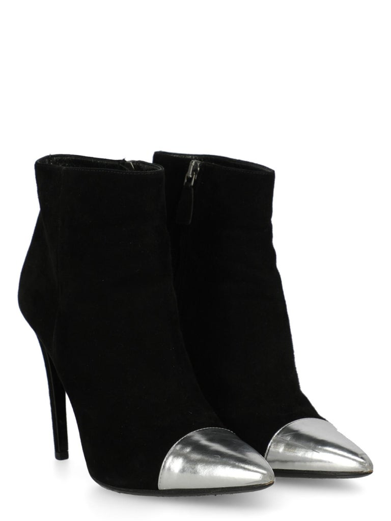 Shoe, leather, solid color, suede, side fastening, pointed toe, branded insole, stiletto heel, high heel.  Includes: - Dust bag  Product Condition: Good Heel: visible marks. Sole: visible signs of use. Upper: visible abrasions, slightly visible