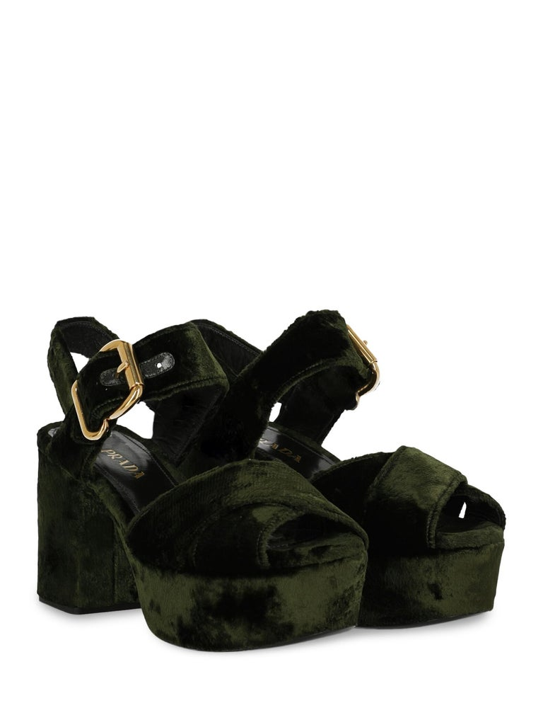 Shoe, fabric, solid color, velvet, buckle fastening, gold-tone hardware, open toe, branded insole, block heel, high heel.  Includes: - Dust bag  Product Condition: Very Good Upper: negligible deformation.  Measurements: Height: 10