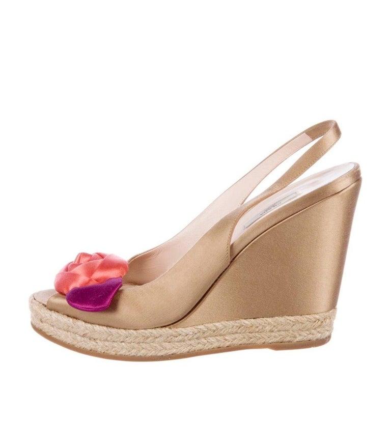 Prado Satin Raso Caramel Wedge Heel Sandals with Floral Flower Trimming For Sale 1