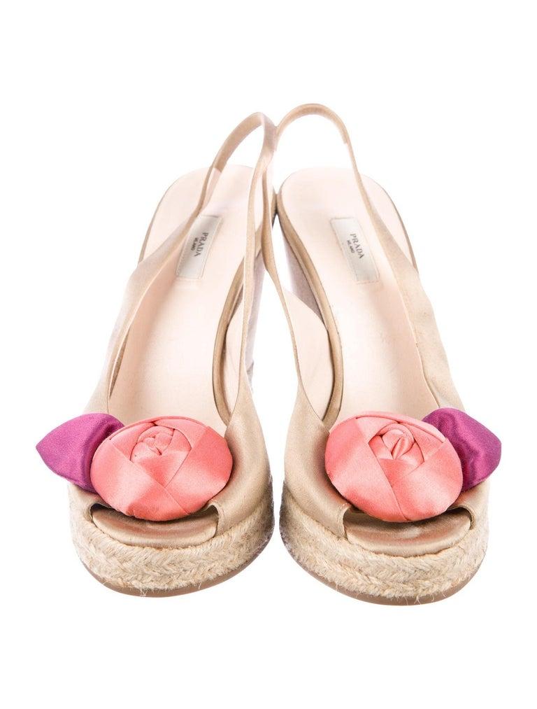Prado Satin Raso Caramel Wedge Heel Sandals with Floral Flower Trimming For Sale 2