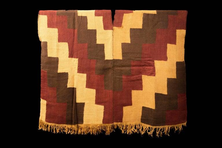 Pre-Columbian Nazca Stepped Textile Poncho, Nazca Peru, 200-400 AD In Excellent Condition For Sale In San Pedro Garza Garcia, Nuevo Leon