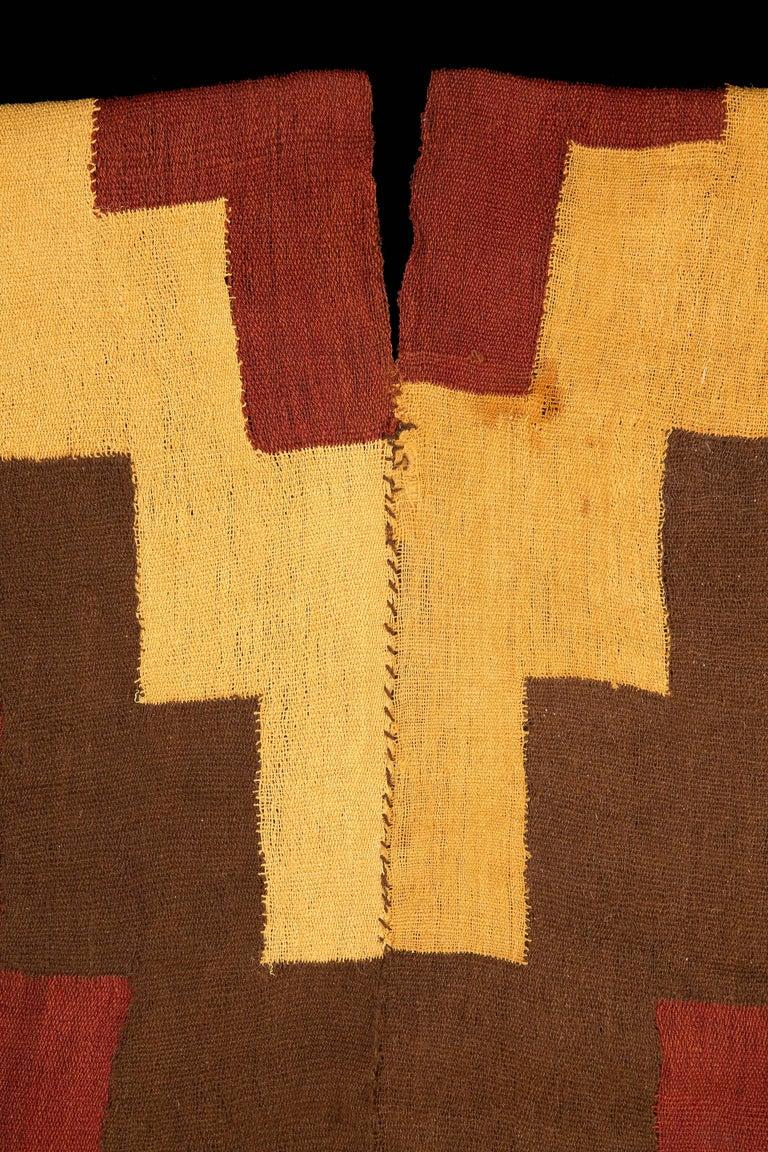 Pre-Columbian Nazca Stepped Textile Poncho, Nazca Peru, 200-400 AD For Sale 2