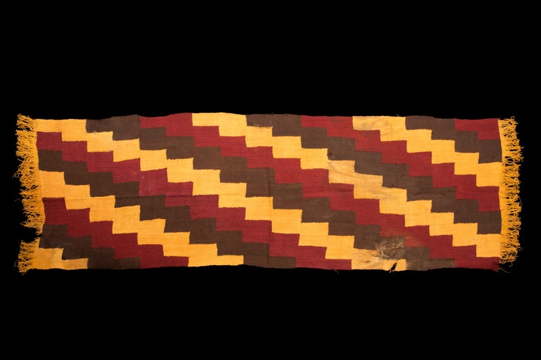 Pre-Columbian Nazca Textile – Stepped Zig-Zag Design, Nazca Peru 200-400 AD In Excellent Condition For Sale In San Pedro Garza Garcia, Nuevo Leon