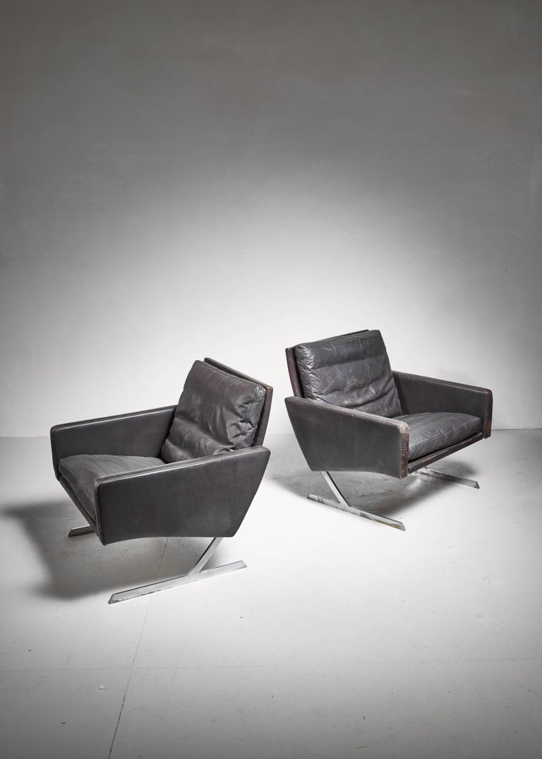 A pair of BO 701 lounge chairs by Preben Fabricius, from 1970 for Bo-ex.  The chairs are made of a steel frame with dark brown leather. The original leather is has age related wear.