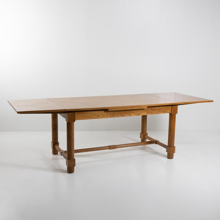 Presentation Table with Extensions, in Solid Oak, the Top in Oak Marquetry In Good Condition For Sale In Brussels, BE