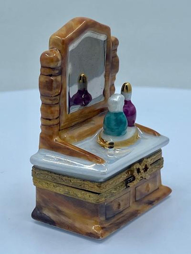 Hand-Painted Pretty Limoges France Hand Painted Vanity or Dresser Porcelain Trinket Box For Sale