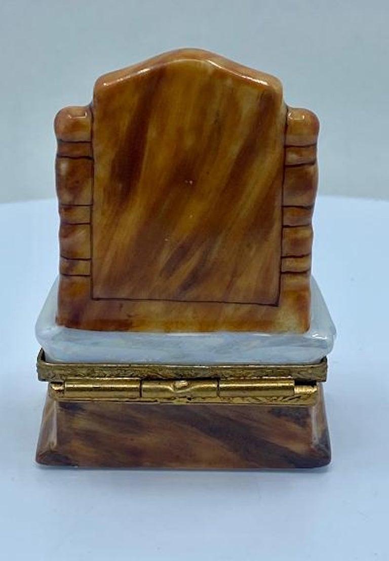 20th Century Pretty Limoges France Hand Painted Vanity or Dresser Porcelain Trinket Box For Sale