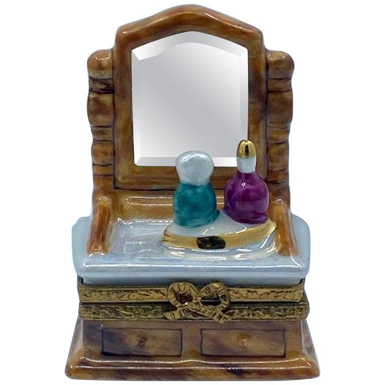 Pretty Limoges France Hand Painted Vanity or Dresser Porcelain Trinket Box For Sale