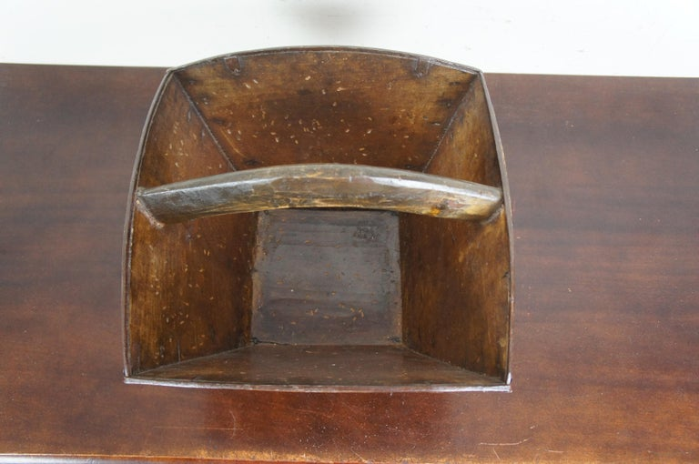 Primitive Antique Chinese Japanese Wooden Rice Grain Harvest Bucket Basket In Good Condition For Sale In Dayton, OH