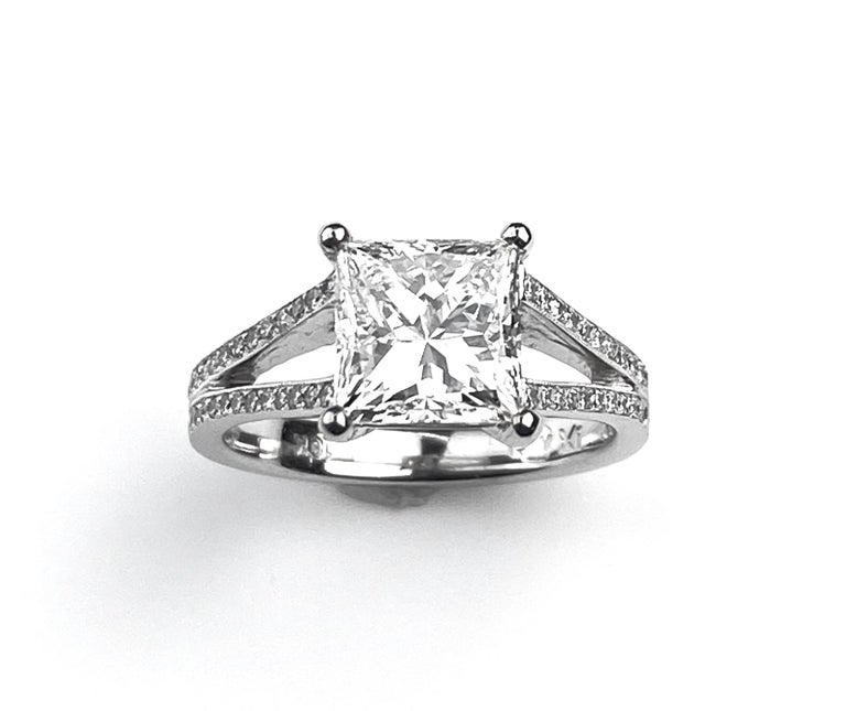 Princess Cut Solitaire Diamond Engagement Ring with Split Shank Setting In New Condition For Sale In Toronto, Ontario