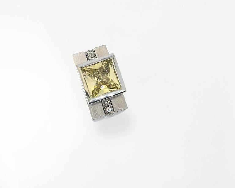 Princess Cut Tapered Bezel Parallel Band Ring In New Condition For Sale In los angeles, CA