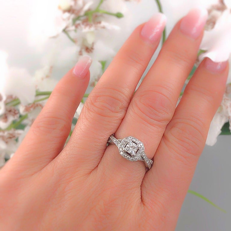 Princess Halo Twisted Diamond Engagement Ring 14 Karat White Gold 1 Carat In Excellent Condition For Sale In San Diego, CA