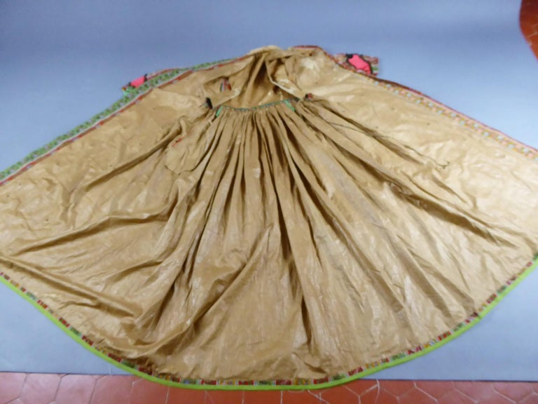 Printed challis Crinoline dress circa 1860 In Good Condition For Sale In Toulon, FR